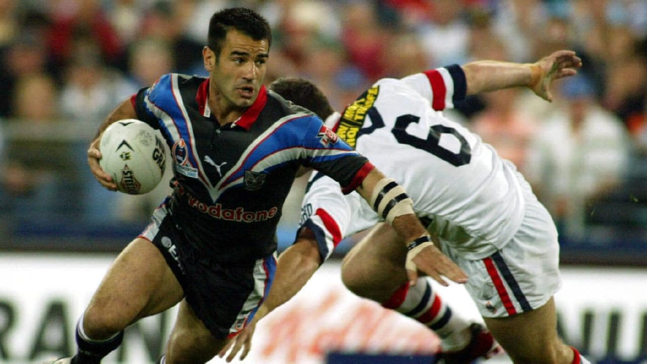 Stacey Jones in action for the Warriors in the 2002 Grand Final