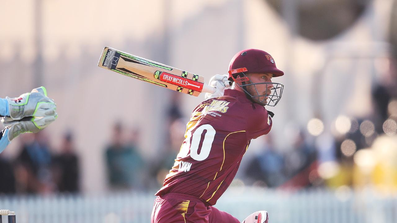 Chris Lynn racks up the runs for the Bulls in the JLT Cup. (Photo: Phil Hillyard)