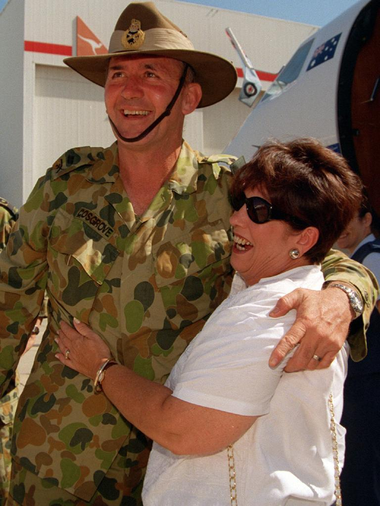 Peter Cosgrove, then a major general, with wife Lynne after returning from East Timor in 2000.