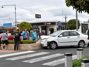 Car crashes into roundabout