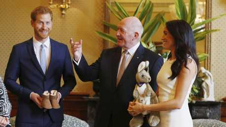 Governor-General Peter Cosgrove and Lady Cosgrove have presented Prince Harry and Meghan Markle with a pair of ugg boots, a stuffed kangaroo and a pair of Akubra hats.