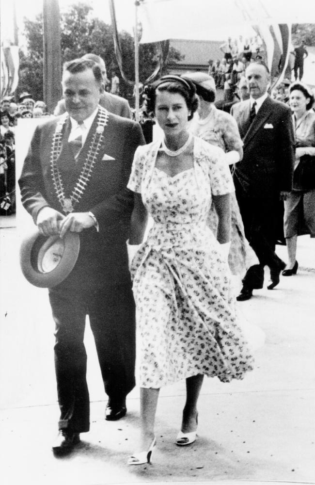 Queen Elizabeth arrives in Dubbo during her 1954 tour of Australia.