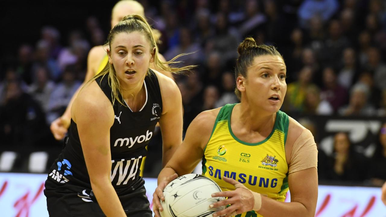 Kelsey Browne looks for a teammate. Picture: AAP