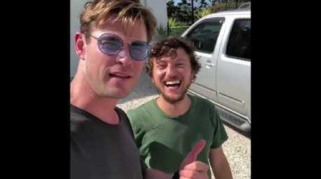 A snapshot of a video showing Chris Hemsworth picking up hitchhiker Scott Hildebrand in Brisbane. Source: Instagram / @chrishemsworth