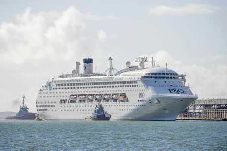 The second P&O cruise ship Pacific Jewel arrives in Gladstone, the ship sailed from Sydney and had 2000 passengers.