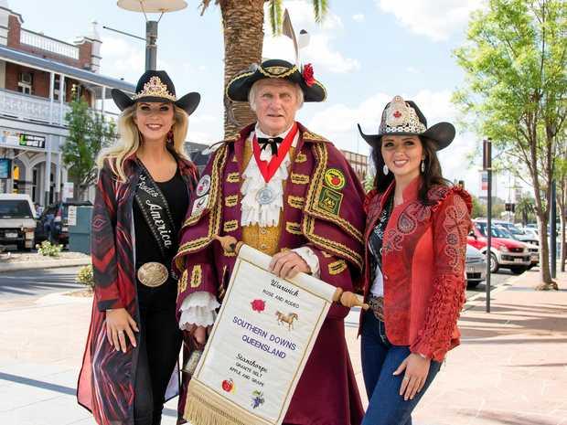 Miss Rodeo America Keri Sheffield,  town crier Bob Townshend and Miss Rodeo Canada Brittney Chomistek.