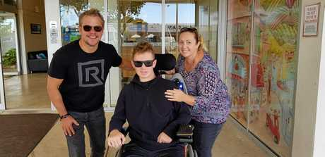Mega-movie star Matt Damon met Tristan Sik and his mother Carolyn Elder for the second time during his latest visit to Rainbow Beach.