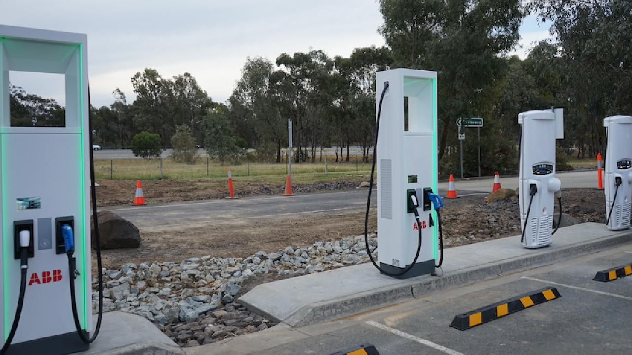 A nationwide network of electric car charging stations will be built.