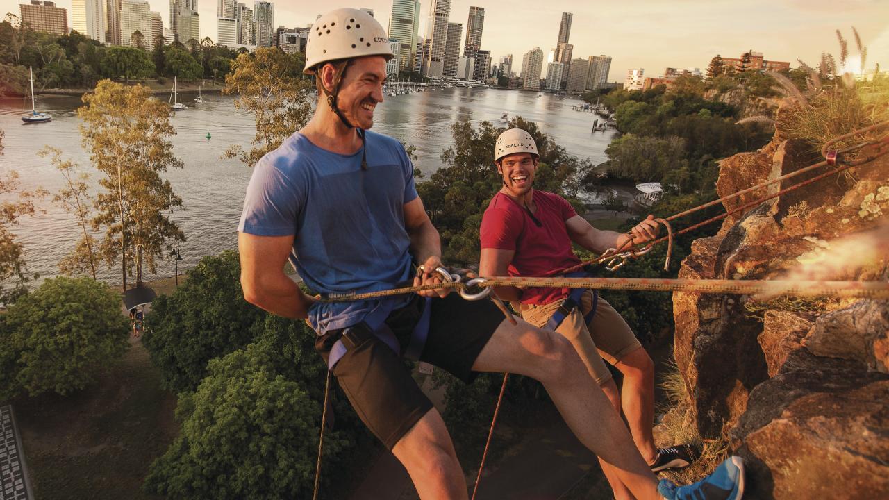 Climbers enjoying Kangaroo Point cliffs in Brisbane. Photo: TEQ