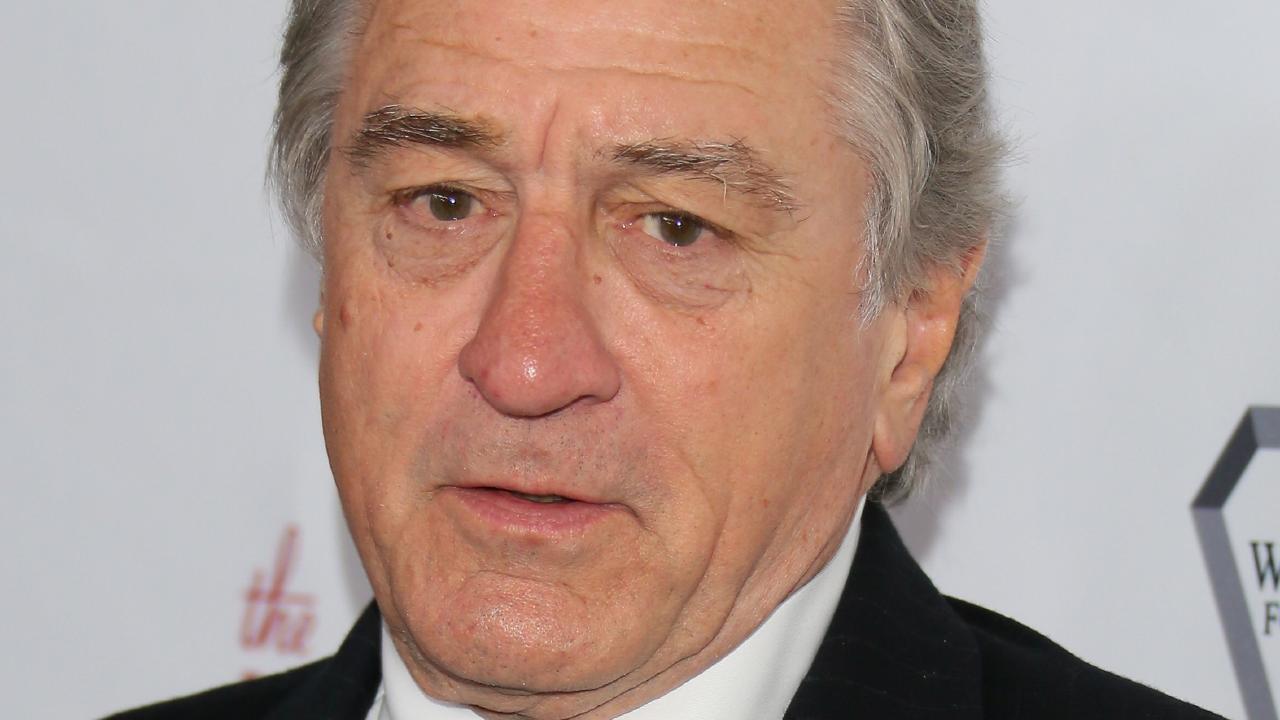 US actor Robert De Niro has had a suspicious package sent to his New York restaurant.