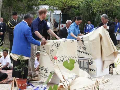 Prince Harry, Duke of Sussex and Meghan, Duchess of Sussex unveiling The Queen's Commonwealth Canopy at Tupou College.