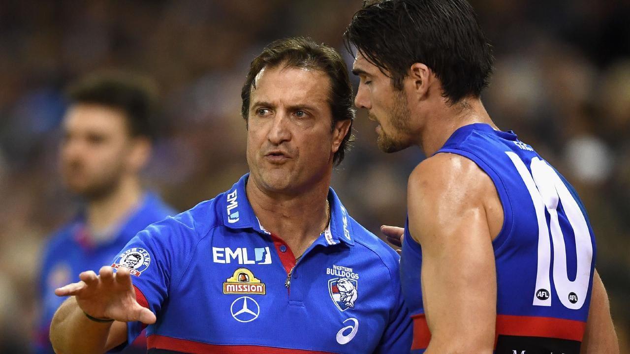 Bulldogs coach Luke Beveridge chats to skipper Easton Wood.