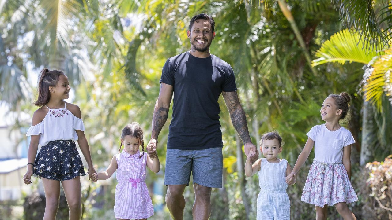 Ben Barba with his kids Bobbi 2, Blaise 4, Bronte 7, Bodhi 9. Photo Peter Wallis