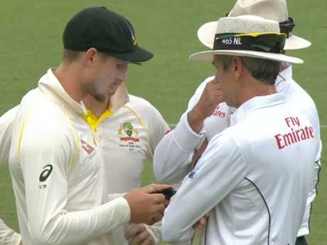 The dark cloud of the ball tampering scandal continues to hang over Australian cricket.