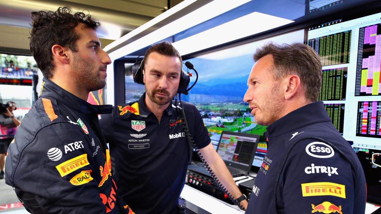 Christian Horner believes there is a 'dark cloud' over Daniel Ricciardo
