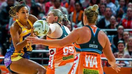 Geva Mentor battles Giants shooter Kristina Brice in last year's preliminary final.