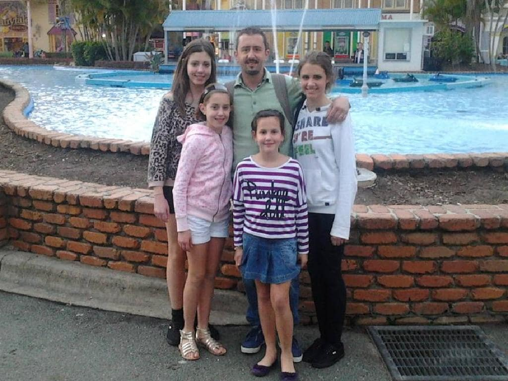 Tomasso Vincenti with his daughters at Dreamworld, Queensland, in August 2012.