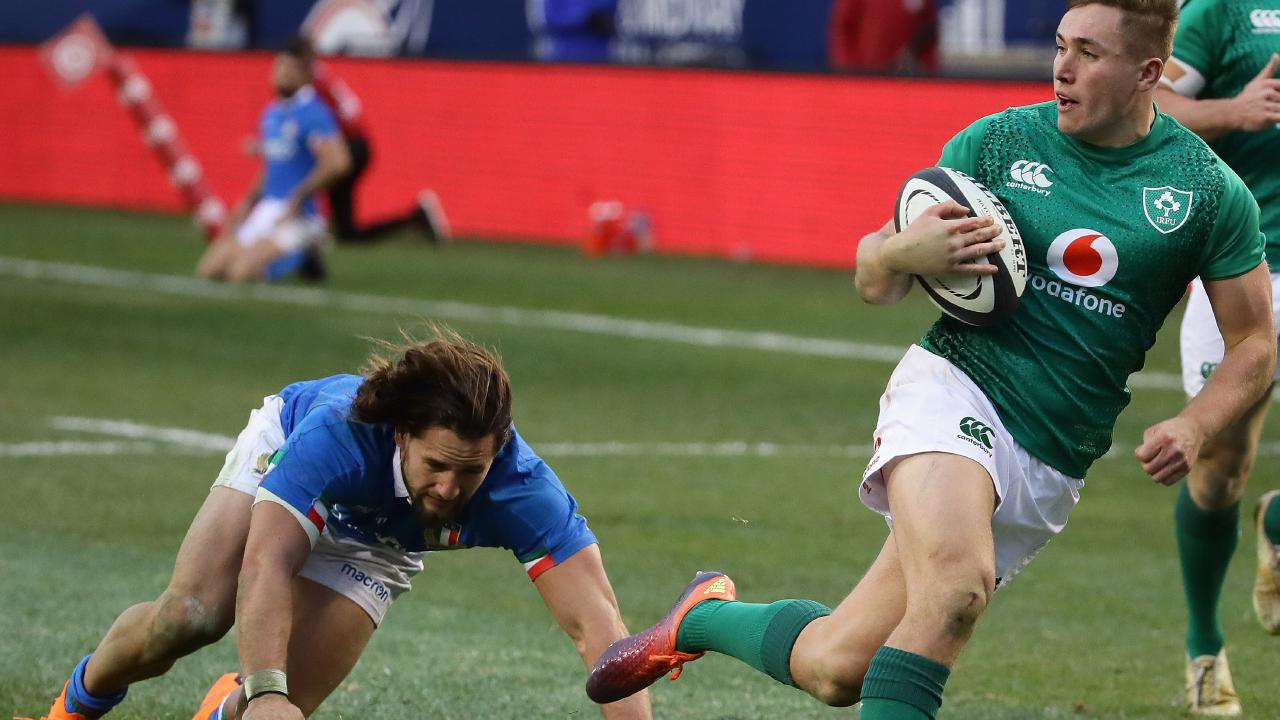 Jordan Larmour of Ireland outruns Michele Campagnaro of Italy for a try in Chicago.