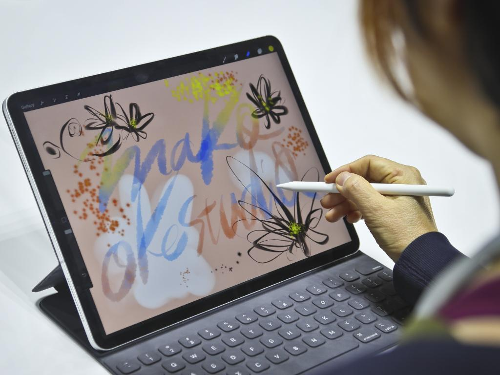 Japanese artist Mako Oke draws on the new iPad Pro using its pencil accessory after an event announcing new products Tuesday Oct. 30, 2018, in the Brooklyn borough of New York. (AP Photo/Bebeto Matthews)