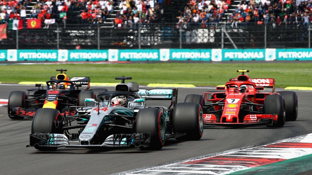 Lewis Hamilton leads Kimi Raikkonen and Daniel Ricciardo.