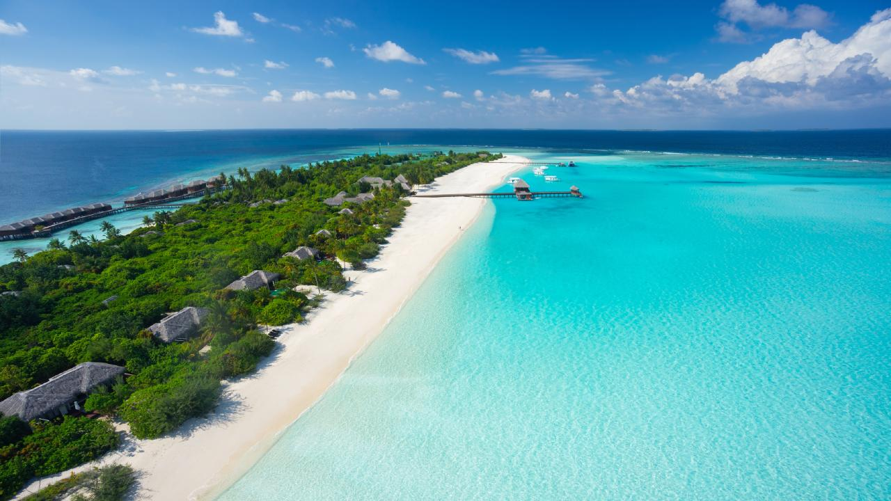 Flights to the Maldives are on sale for ridiculously cheap prices with Scoot.