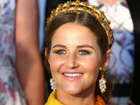 She accessorised with a gold fascinator headband and earrings. Picture: Michael Dodge/Getty Images