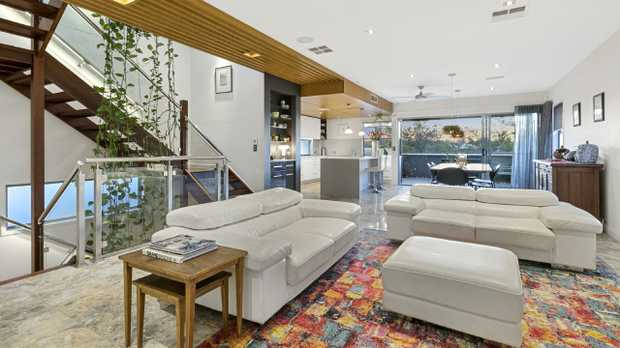 The house at 94 Ellington St, Tarragindi, is for sale.