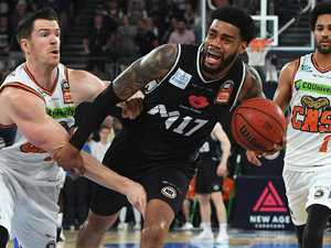 United come alive late to topple Taipans