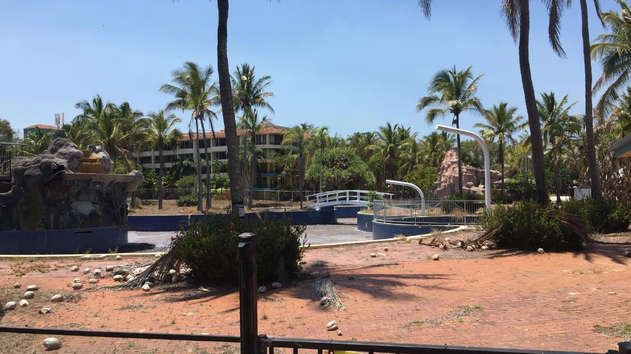 But the pool now sits empty, with the Capricorn Resort shuttered and abandoned. Only the golf course remains open.