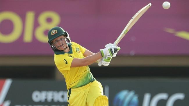 Alyssa Healy in action with the bat.