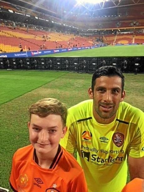 Bailey Jensen meeting Bisbane Roar goalkeeper Jamie Young.