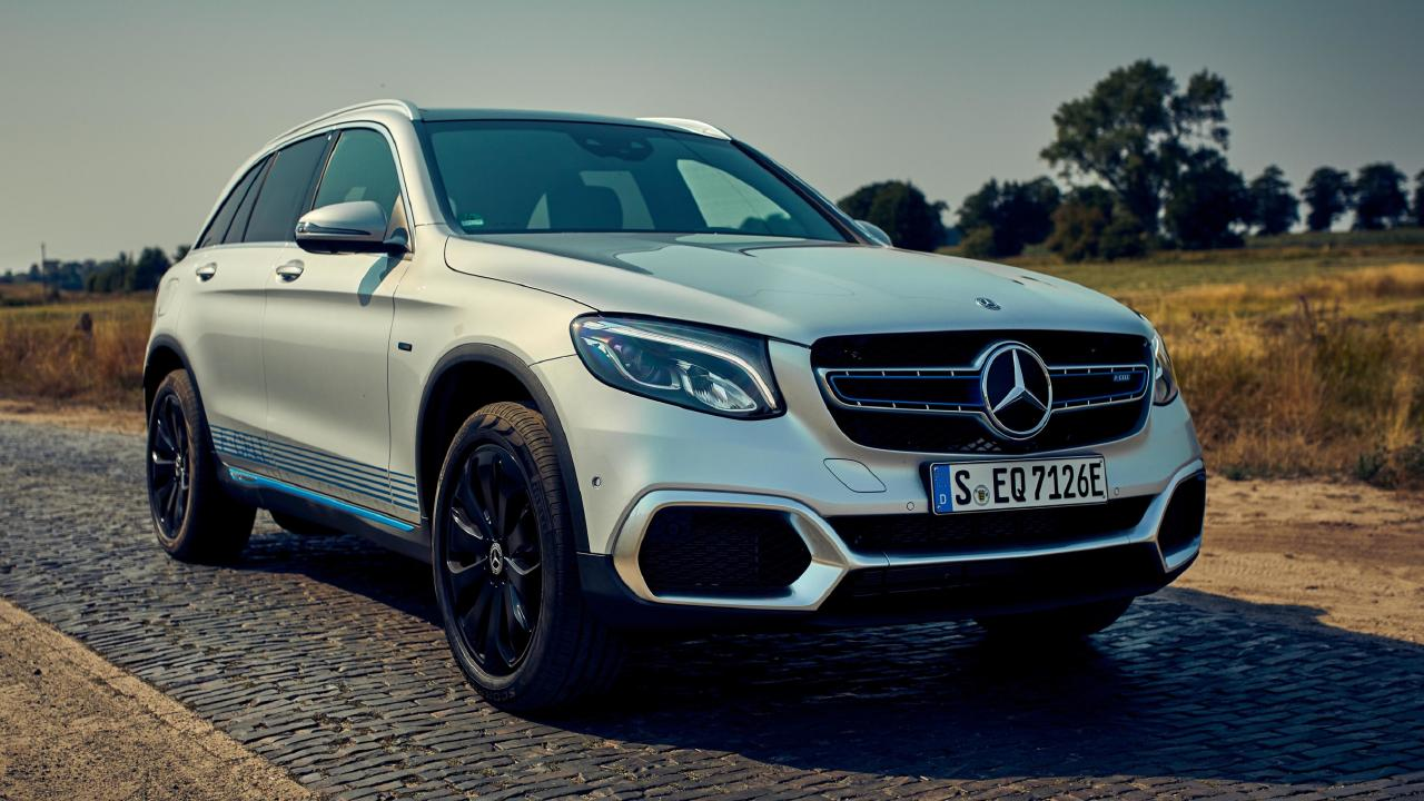 Mercedes-Benz GLC F-Cell plug-in hybrid can be driven in four different modes.