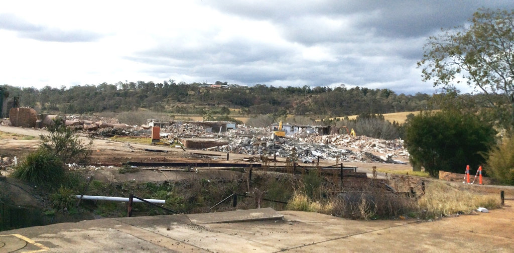 Demolition of KR Castlemaine factory on Mort St. Photo Chris Calcino / The Chronicle