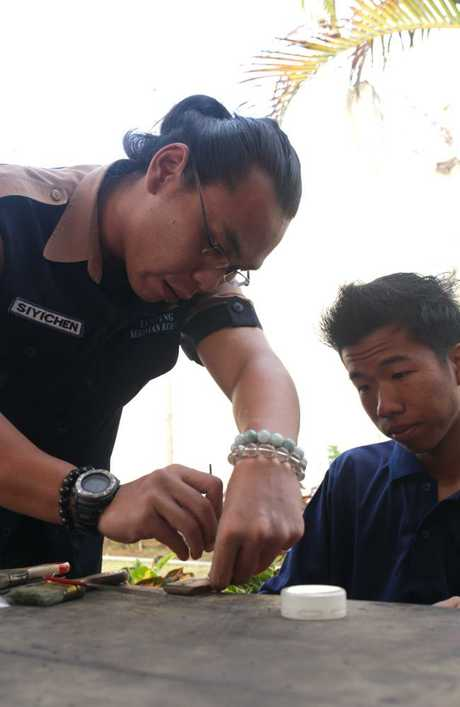 Si Yi Chen making silver jewellery during the Independence Day activities inside Kerobokan Jail. Picture: Lukman S Bintoro.