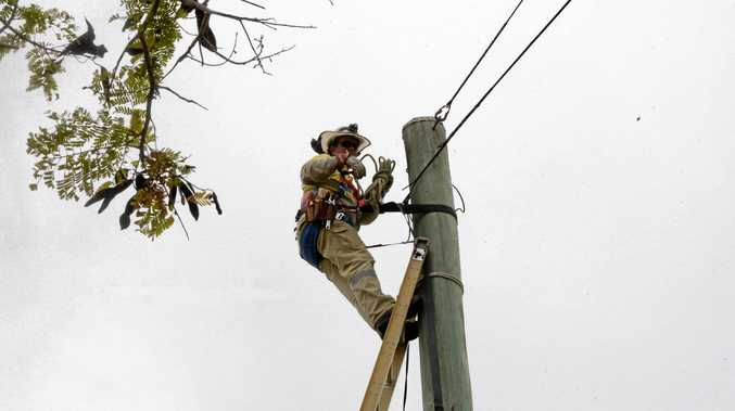 Early morning power outages hit thousands