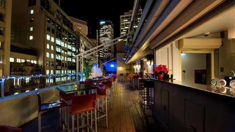 The rooftop bar of the Metropolitan Hotel in Bridge St.