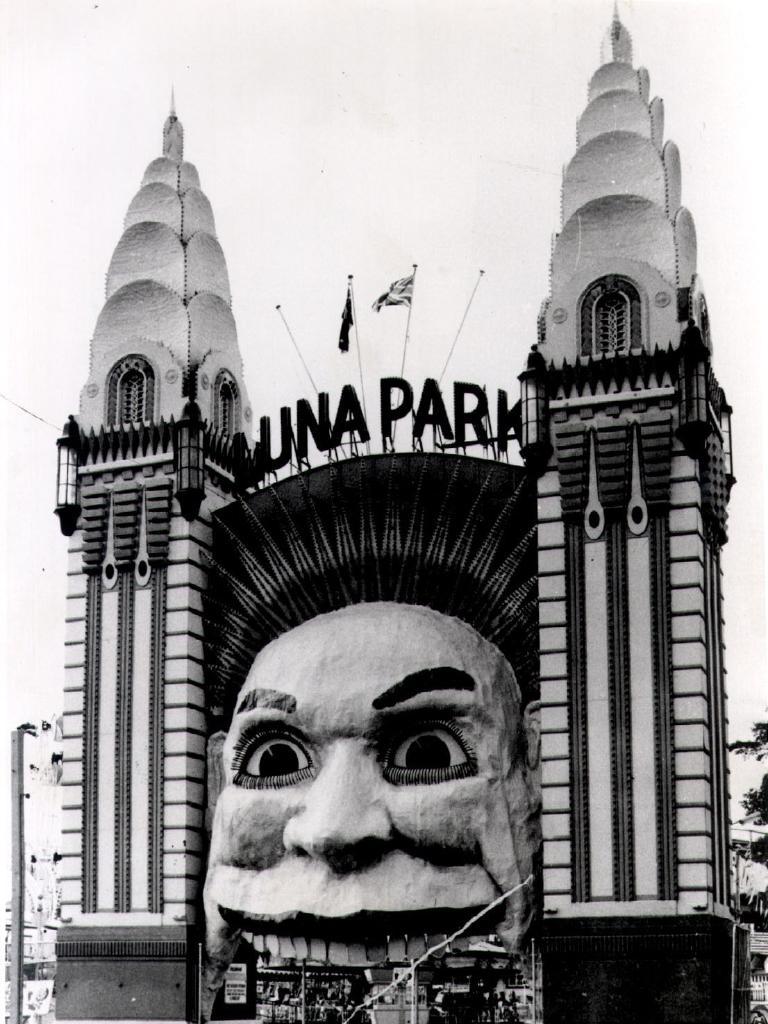 The park's fifth face, designed by artist Arthur Barton, circa 1950.