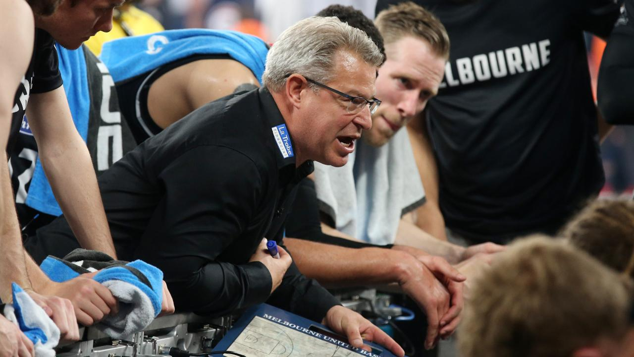 Melbourne United coach Dean Vickerman talks to his players. Picture: Michael Klein