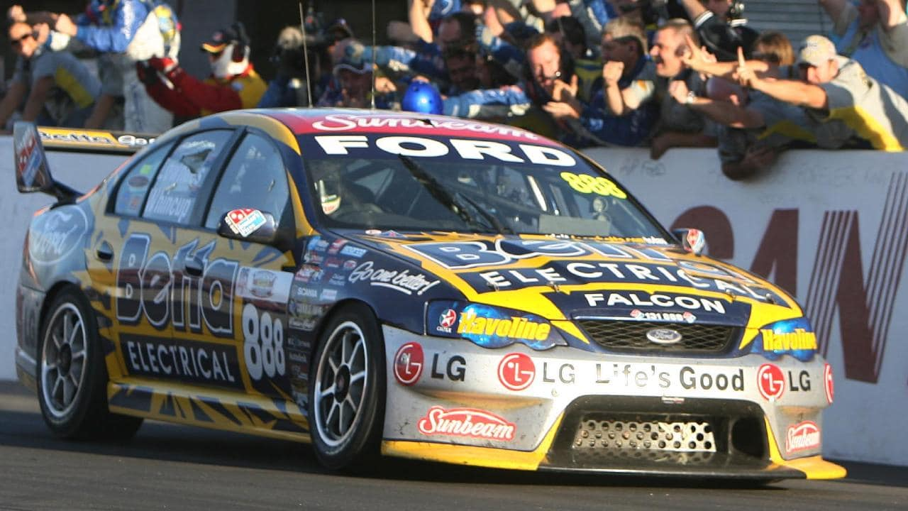 Craig Lowndes wins Bathurst with Jamie Whincup in 2006.