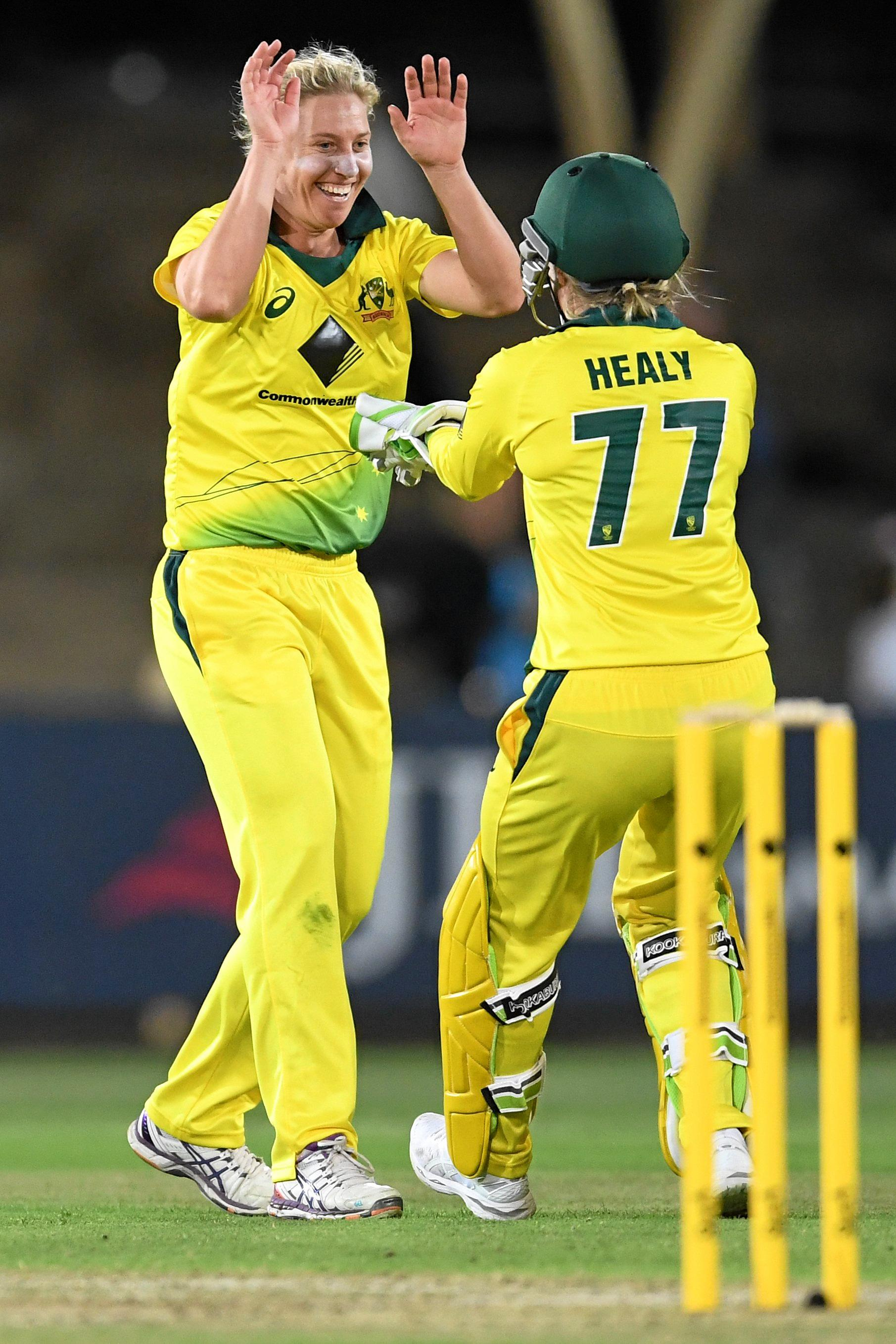 Delissa Kimmince celebrates with Alyssa Healy.  (AAP Image/Dean Lewins)
