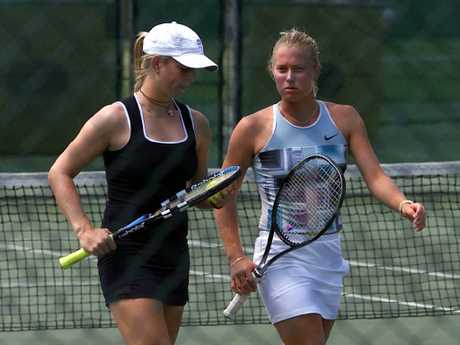 Elke Clijsters playing double with Jaslyn Hewitt, sister of Lleyton, in 2002.