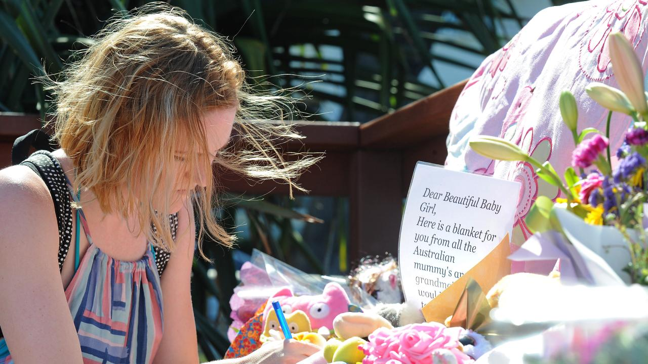 Jessica Nobbs leaves a messages for the little baby. (AAP image, John Gass)