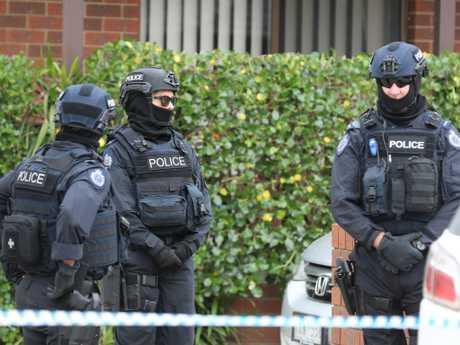 Counter-terrorism agents raid a Dallas property. Picture: Alex Coppel.