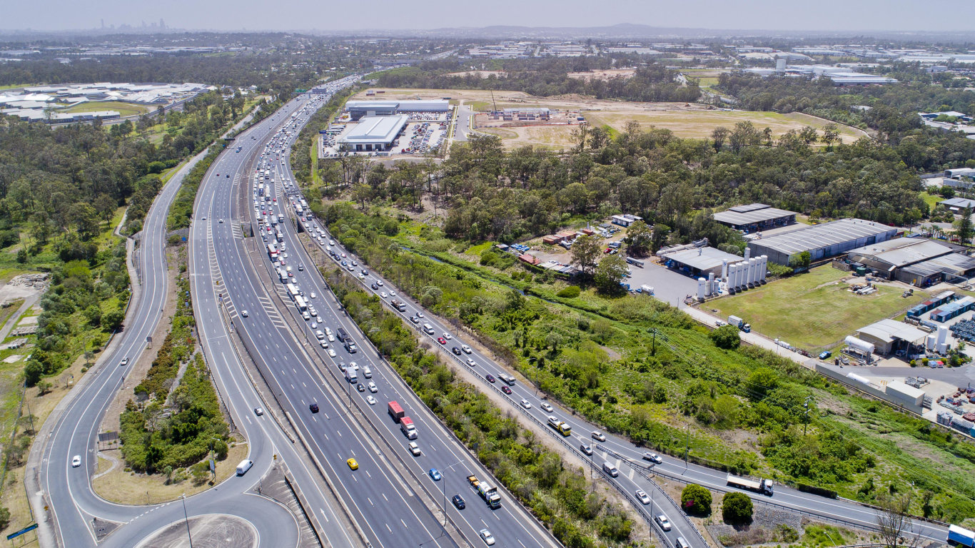 Traffic is building on the Ipswich Mwy following a crash.