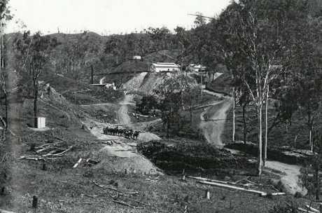 GLADSTONE GOLD: Many Peaks mine in 1909.