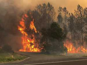 Emergency alert as bushfire threatens homes