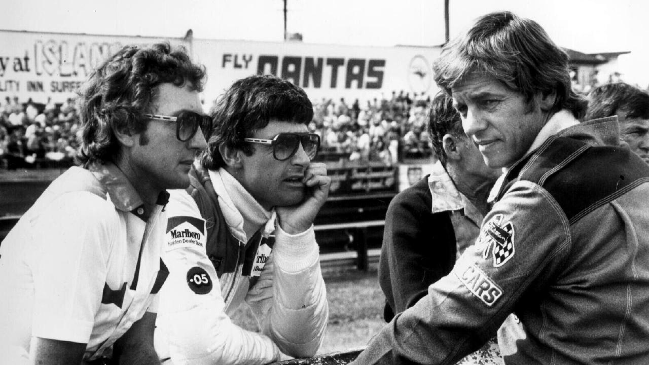 Johnson (right) with Peter Brock (centre) and former driver John Harvey before the last race of the deciding round of the 1981 Australian Touring Car Championship at Lakeside, which Johnson won.