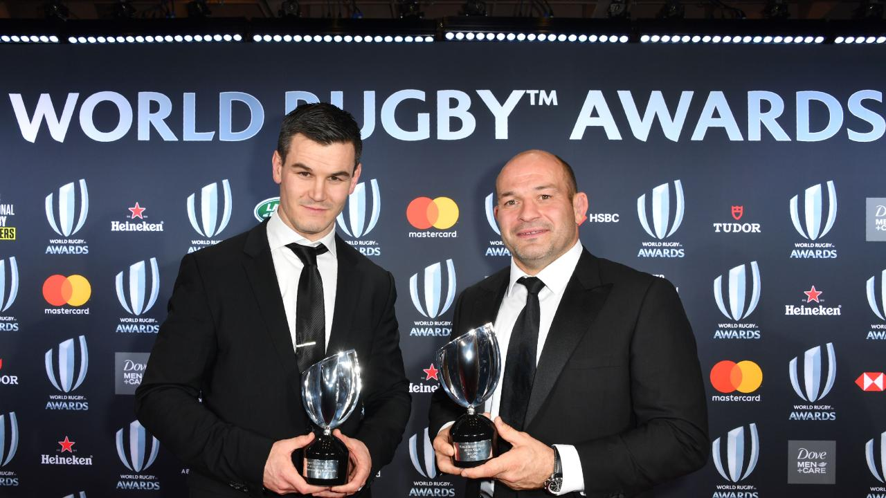 World Rugby Player of the Year award winner Johnny Sexton (L) and Irish captain Rory Best.