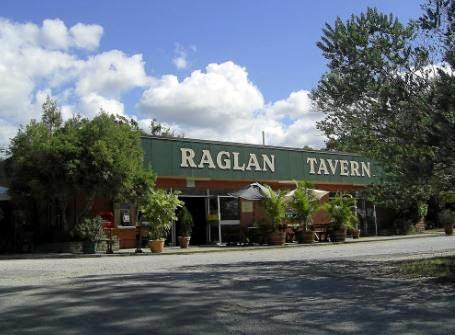 Michelle Weir and her Husband Brett recently took over the lease of the Raglan Tavern.