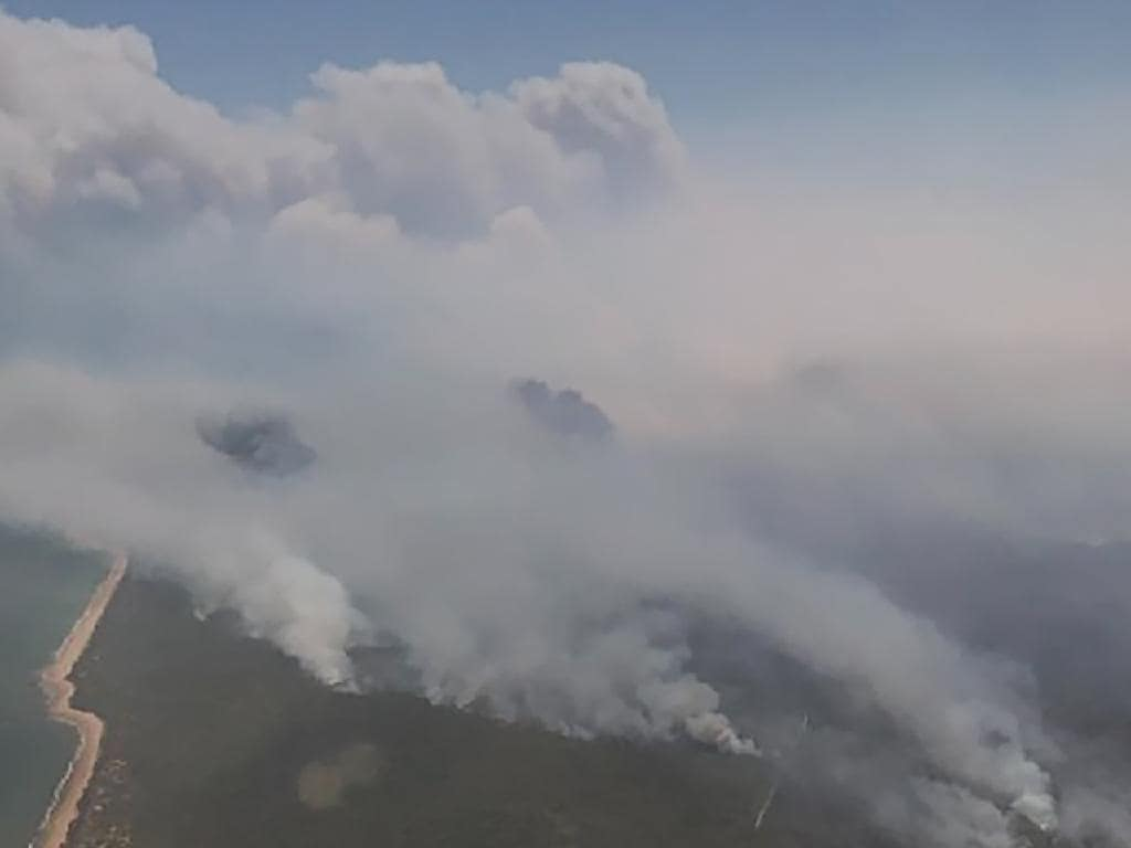 The bushfire in central Queensland is threatening homes in Deepwater and Baffle Creek. Picture: AAP Image/QLD Fire and Emergency